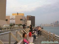 Что посетить в Гонконге, Смотровая площадка на набережной возле аллей звезд