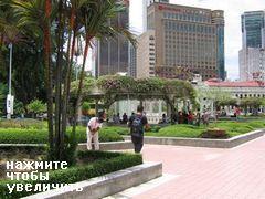 Куала Лумпур (Малайзия), Люди прячутся в тени возле фонтанов