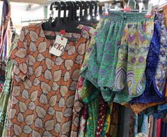 Сувениры в Амстердаме, Еще платья на рынке