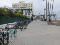 Attractions in the USA in Los Angeles, Bicycle rental on the promenade