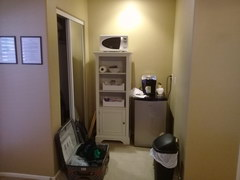 Budget accommodation in the USA, There is almost always a coffee maker