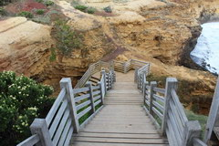 Port Campbell Park in Australia, To the grotto you can go down the equipped stairs