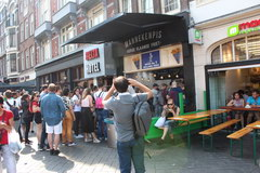 Eating cost in Amsterdam in the Netherlands, Queue for french fries